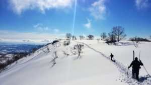 JaPOW! Hiking up to the perfect drop in Niseko, Hokkaido