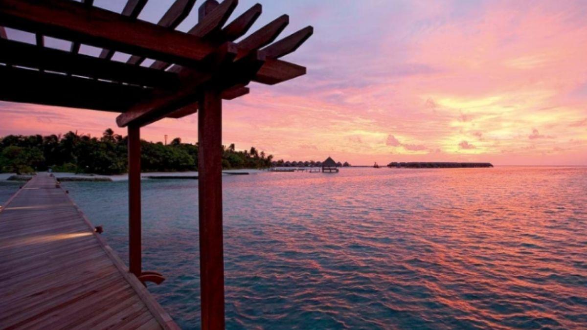 Maldives Constance Moofushi Sunset (1)