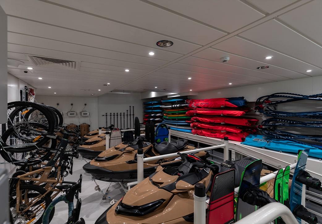 La Datcha Expedition Yacht Equipment